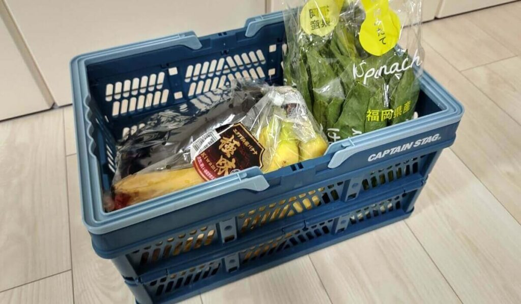 スーパーで買った商品が入ったカゴ