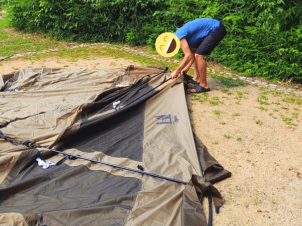 テントの片付け中