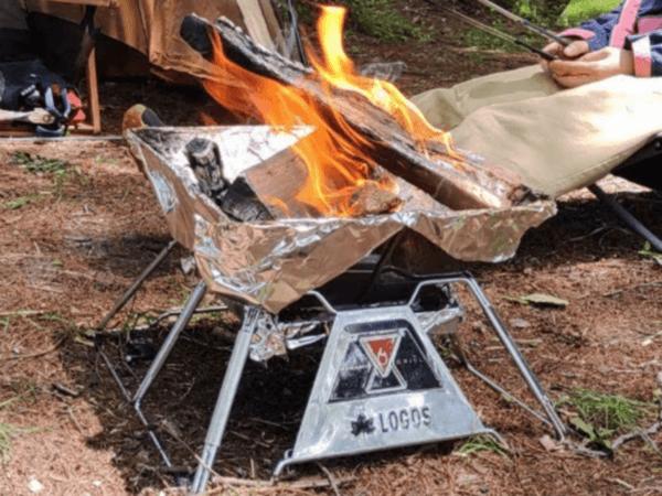 焚火中のコンロ