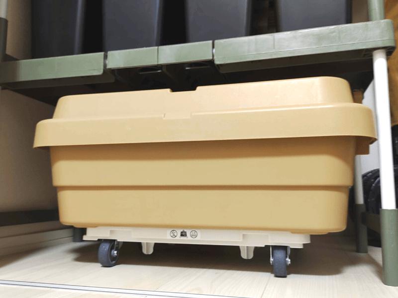 ボックスを載せて収納された平台車